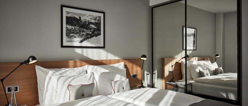 switzerland_davos_hard-rock-hotel_spenglers-bedroom-sbk_3.jpg